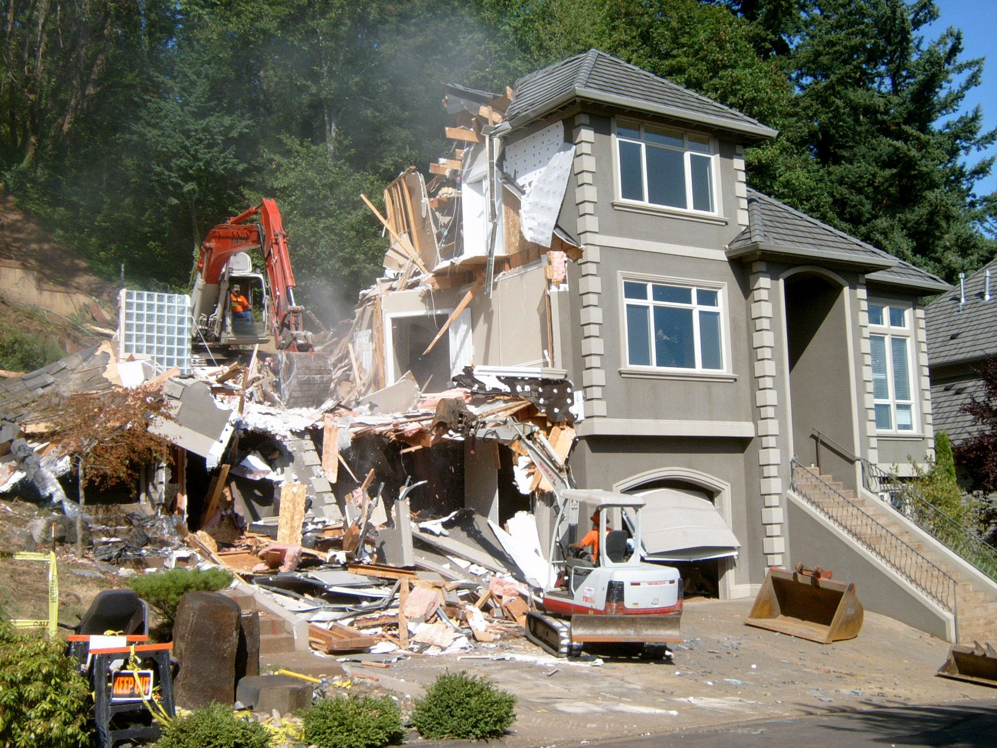 home-demolition-2161227609410e1b